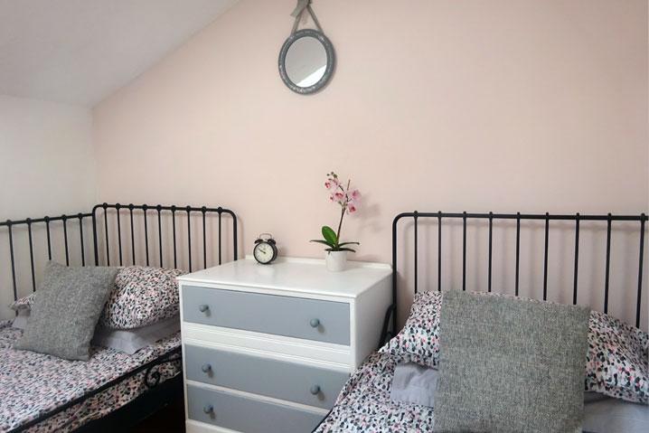 pink bedroom twin beds